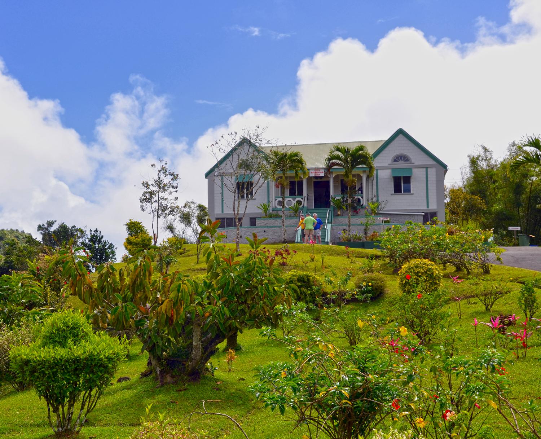 Látogatóközpont a hegytetőn