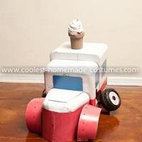 Farsangra: fagyis autó jelmez