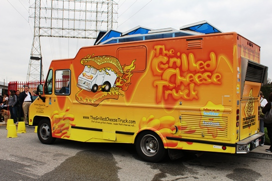 2010-12-23-Grilled-Cheese-Truck-in-El-Segundo-002.jpg