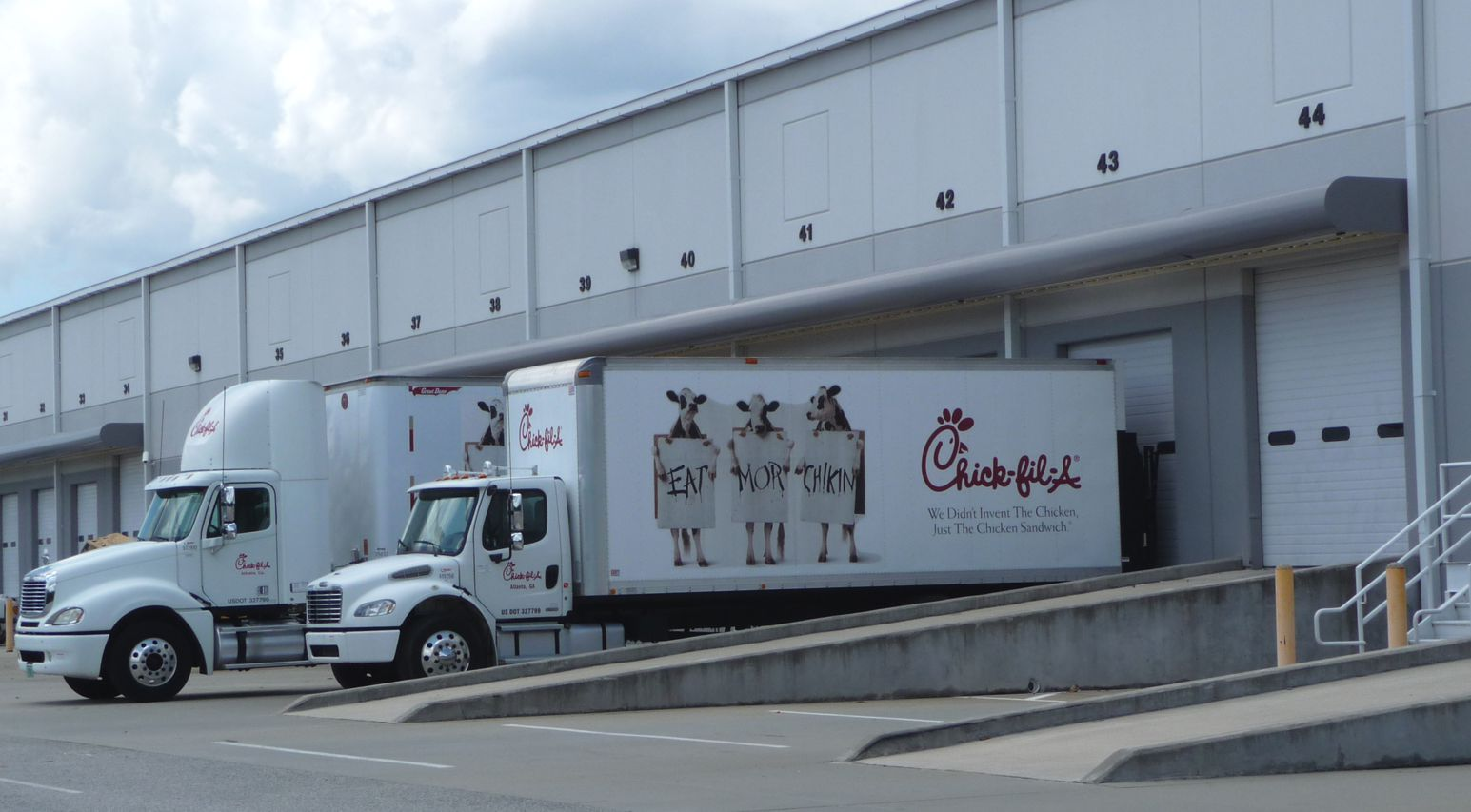 Chick-fil-A_truck_at_Airport_West_Distribution_Center.JPG