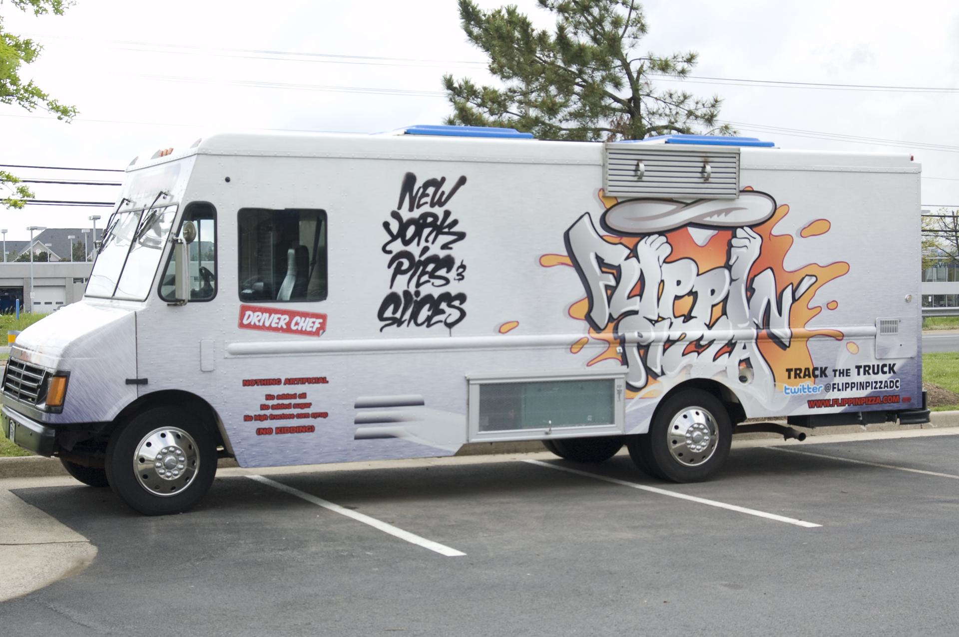Flippin-Pizza-truck.jpg