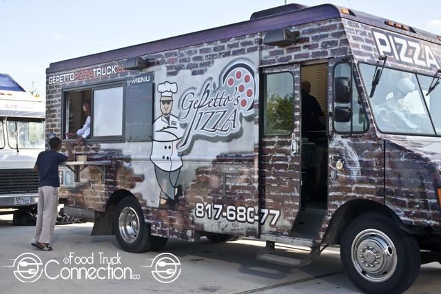 Gepettos_Pizza_Truck_serving.jpg