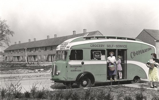 Grocery_van_in_Windmill_Road_1952.CNTHH.S371.jpg