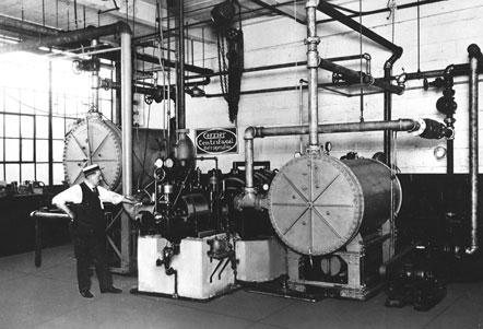 History-1922-1929-centrifugalchillingtakesoff-lg-032812.jpg