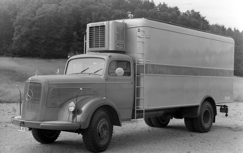 mbL326 with a refrigerated body from Messrs. Blumenhardt, 1957..jpg