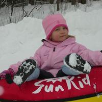 Sikítozó lánykák a hófánkokban