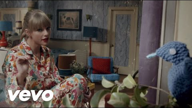 Taylor Swift - We Are Never Ever Getting Back Together     ♪