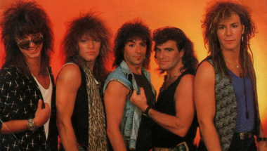 Bon Jovi - Livin' on a Prayer     ♪