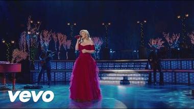 Kelly Clarkson, Trisha Yearwood & Reba McEntire - Silent Night (live)