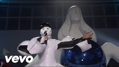 Lady Gaga - Aura (koncert)