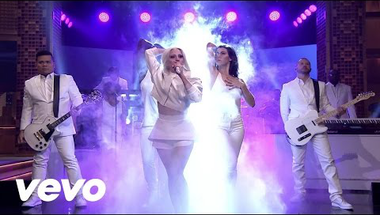 Lady Gaga - Artpop (Live on The Tonight Show)    ♪