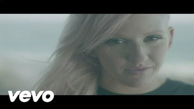 Ellie Goulding - Anything Could Happen     ♪
