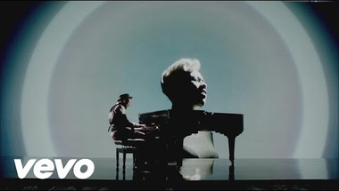 Labrinth feat. Emeli Sandé - Beneath Your Beautiful     ♪