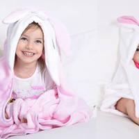 Kapucnis, puha takarók, amik egyben vigasztárgyak, játékok is