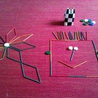 Csak a képzelet (játék kevés eszközzel): színes pálcikák és kupakok