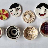 Művészeti mókák gyerekeknek: kis tárolók hőre száradó gyurmából