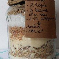 Gasztroajándék: kekszalapanyag üvegben + egy jó ügy: noPack