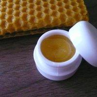 Bee's Kiss mézes-fahéjas ajakápoló - vendégposzt
