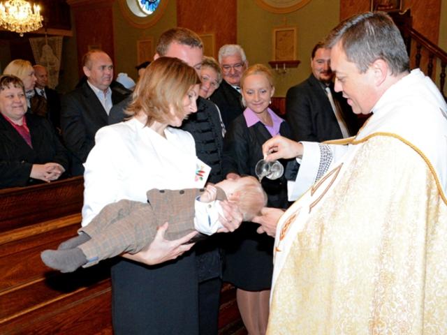Picúr megkeresztelkedett