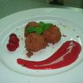 Tonkababos csokoládé mousse, gyümölcsraguval