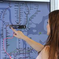 Modern menetrendtáblákat helyeznek ki New Yorkban