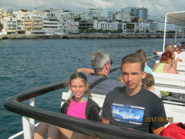 Hajókázás a leprások szigetére, ebéd a háborgó tengeren
