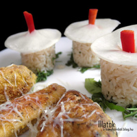 Metélőhagymás rizskunyhók fűszeres bundás csirkével
