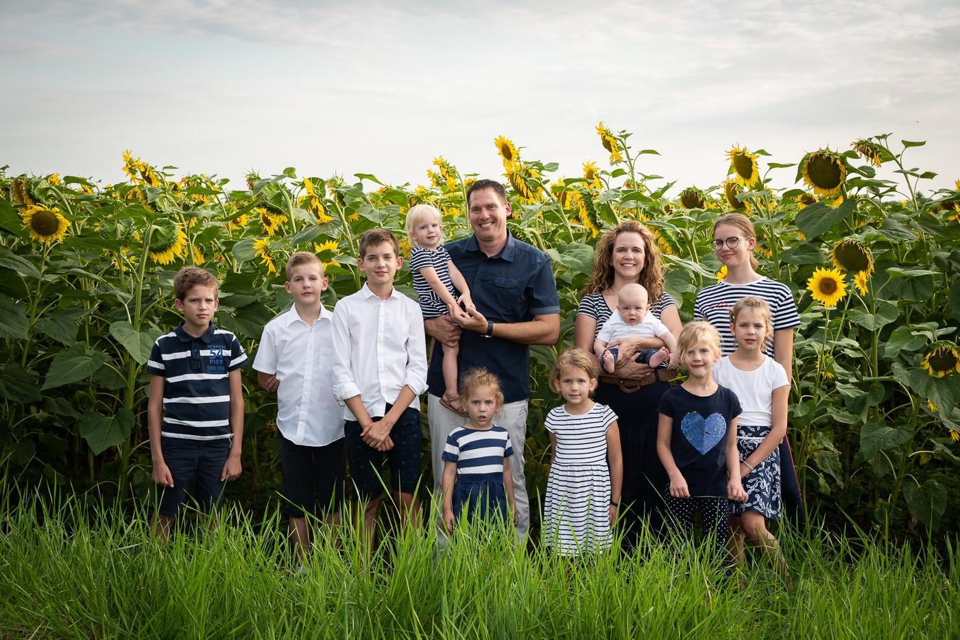Hogyan lehet 10 gyermek mellett időt szánni magunkra és a párunkra is? - Interjú Joób Dórival