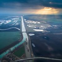 Megbabonázó fotók: így viszi a Sió a Balaton vizét, és olvad össze a Kapossal