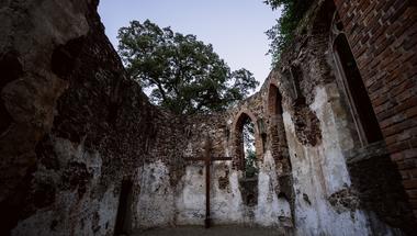 Elhagyatott helyek a Balatonnál: a salföldi Pálos kolostorrom titka