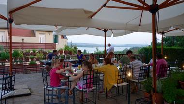 A legjobb balatoni étterem nyomában: Karolina fűszerkertje