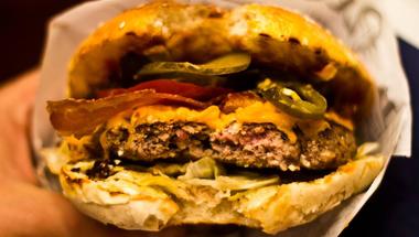 A legjobb balatoni hamburger nyomában: Bor és Szóda