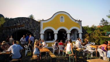 Szent György-hegyi pinceparti, ahol a dj főz