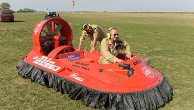 Légpárnás mentőjárművet adtak át a Balatonnál