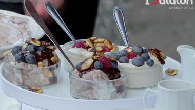 Megfőztük a Balatont 7: Gyümölcsös desszert 2 perc alatt a Kővirágból