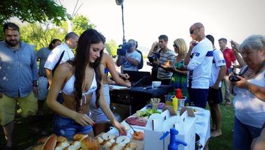 Vízikutya és bazaltburger: ezt eszed az idén a Balatonnál