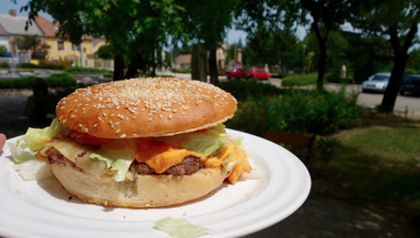 A legjobb balatoni hamburger nyomában: Ham & Ham Burger Bár