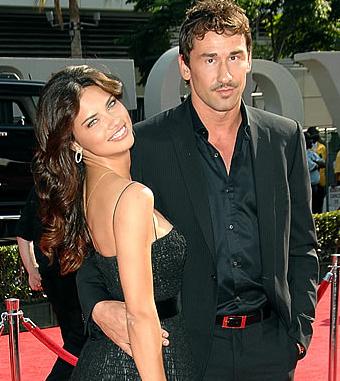 Adriana Lima és férje.jpeg
