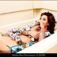 Egy kis fürdőzés SÖRösdobozokkal! :)