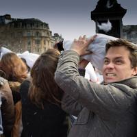 Áprilisi párnacsata Londonban: AtiGB albuma
