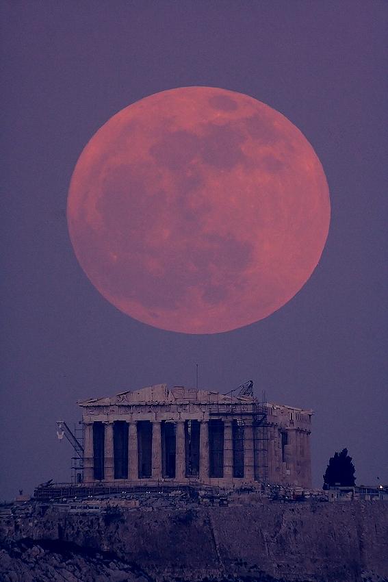 LunarParthenon_ayiomamitis.jpg