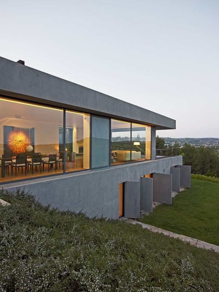 Dionisis-Sotovikis-Earth-Light-Exterior-Concrete-Greece-Gardenista.jpg