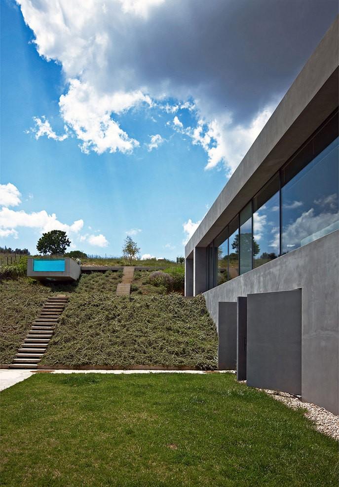 Dionisis-Sotovikis-Earth-Light-Modern-Architecture-Gardenista.jpg