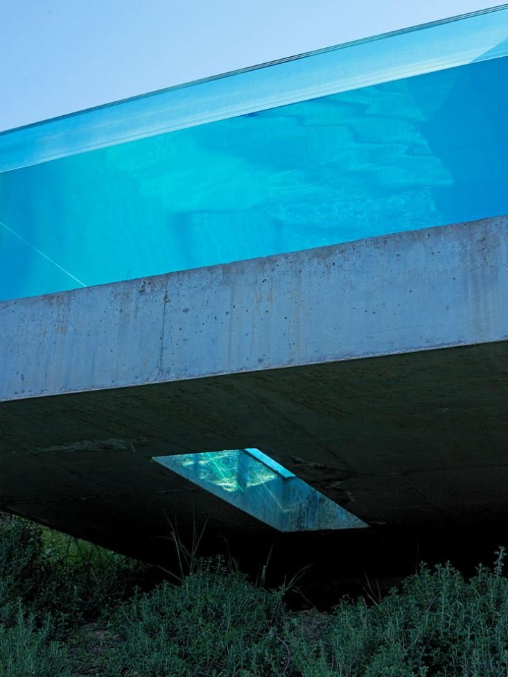 Dionisis-Sotovikis-Earth-Light-Uber-Modern-Swimming-Pool-Glass-Gardenista.jpg