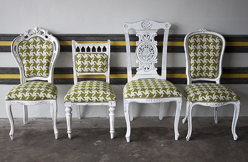 mismatched-dining-chairs-from-LikeThatOnes-photostream-via-flickr.jpg