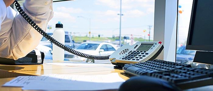 b2b-calling-exec-answering-in-office.jpg