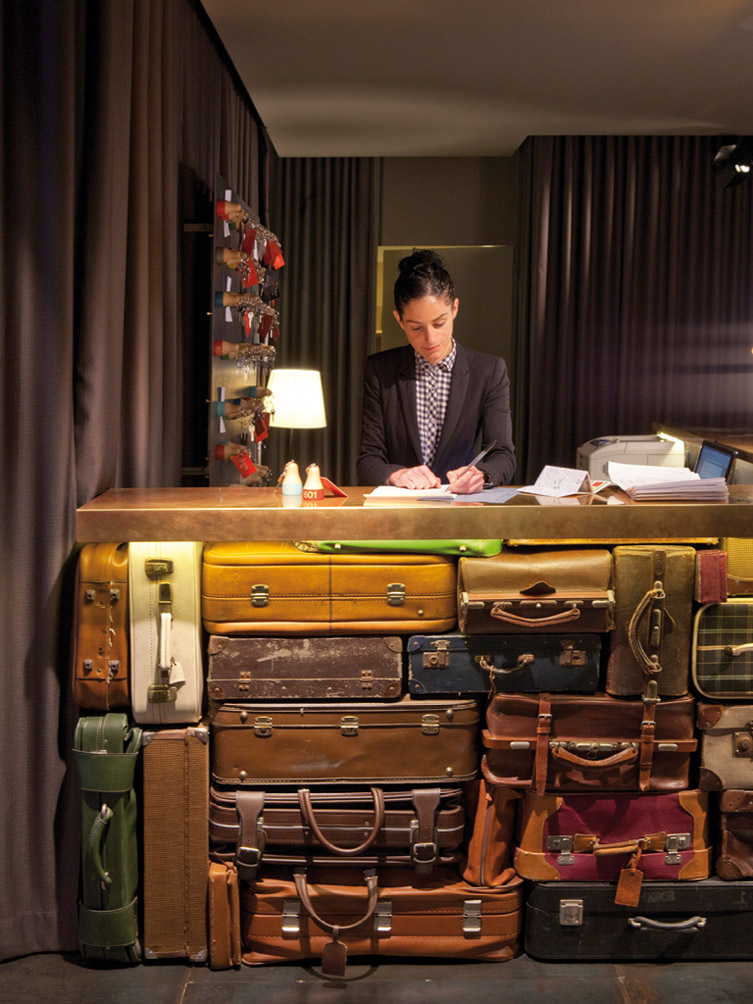 chic-basic-hotel-by-lagranja-suitcase-reception.jpeg