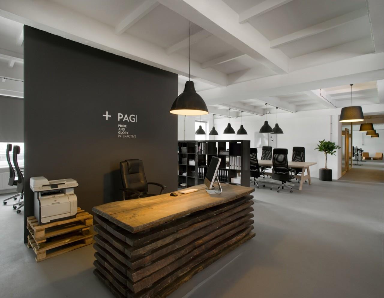 reclaimed-wood-reception-desk-by-morpho-studio.jpg