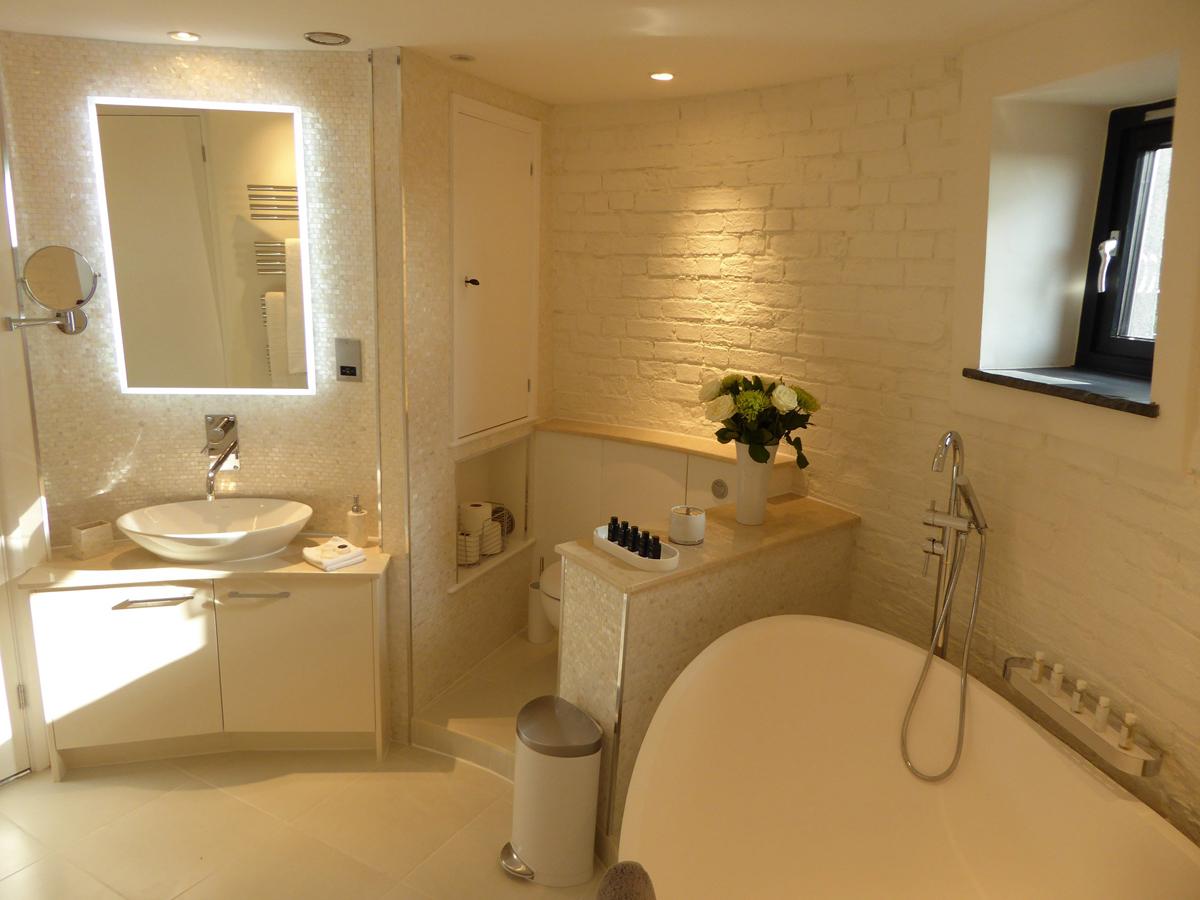 guest_house_bedroom.jpg