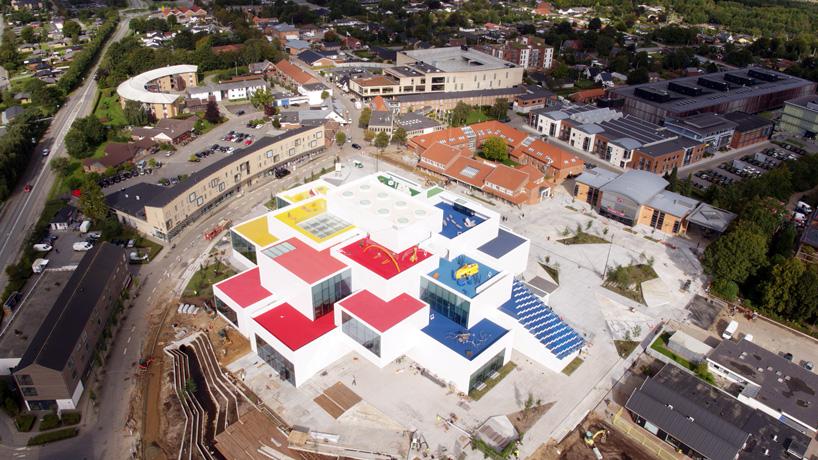 lego-house-bjarke-ingels-group-big-museum-billund-denmark-designboom-01.jpg